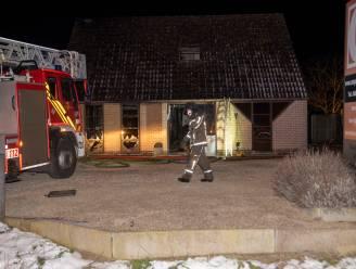 Woning compleet vernield bij zware uitslaande brand in Assenede