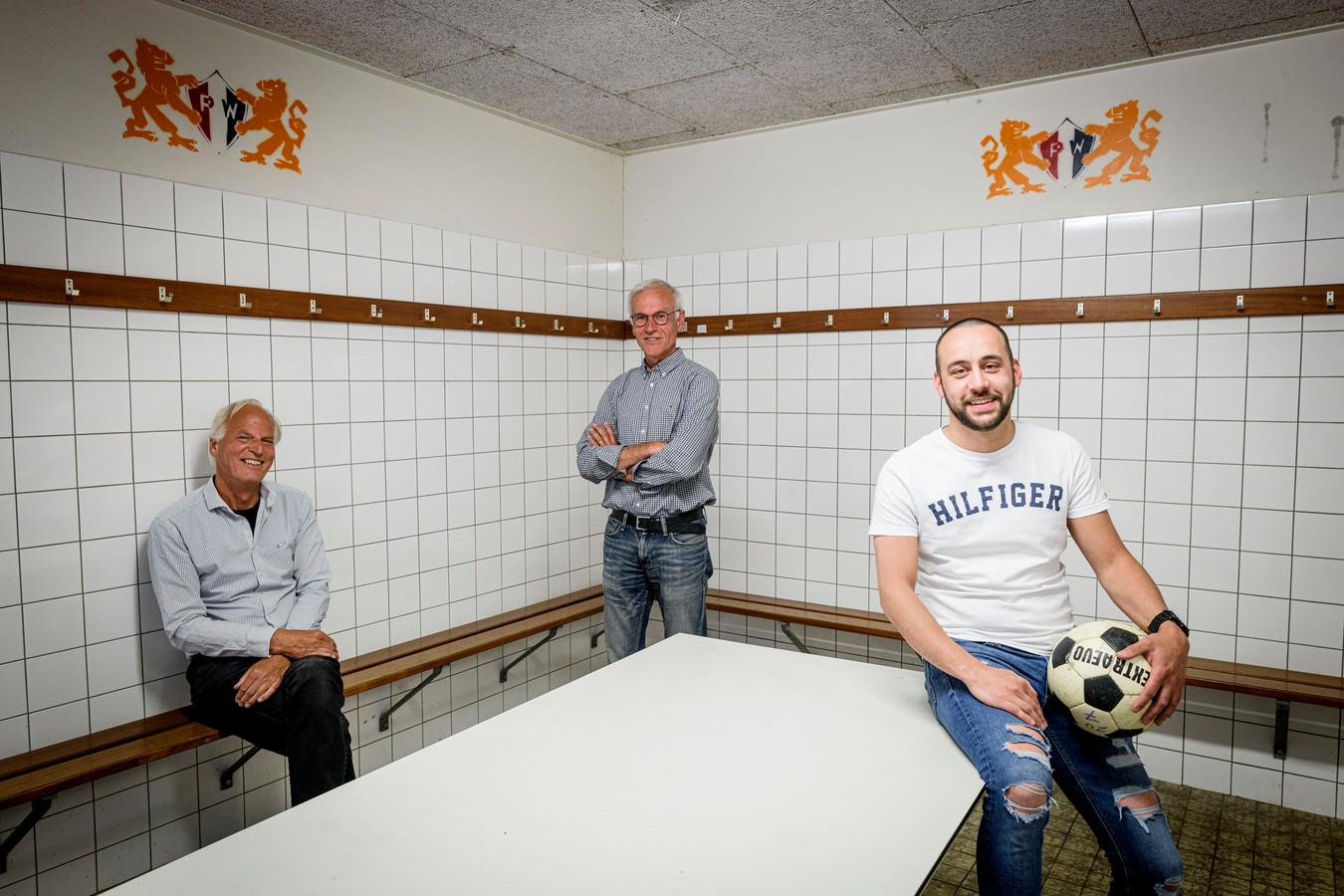 Het is leeg in de kleedkamer bij PW. Harrie Balke (links), Ben Snijders en Sietse Van Vlierberghe vrezen dat dat komend seizoen zo blijft als er geen nieuwe spelers voor het eerste worden gevonden.