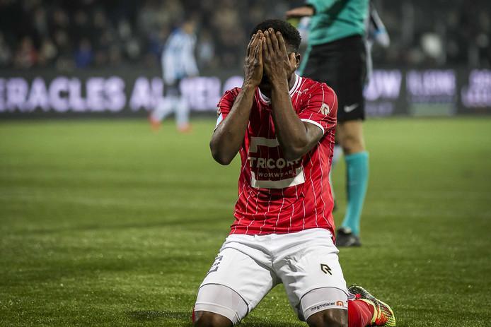 Willem II speler Bartholomew Ogbeche mist enorme kans.