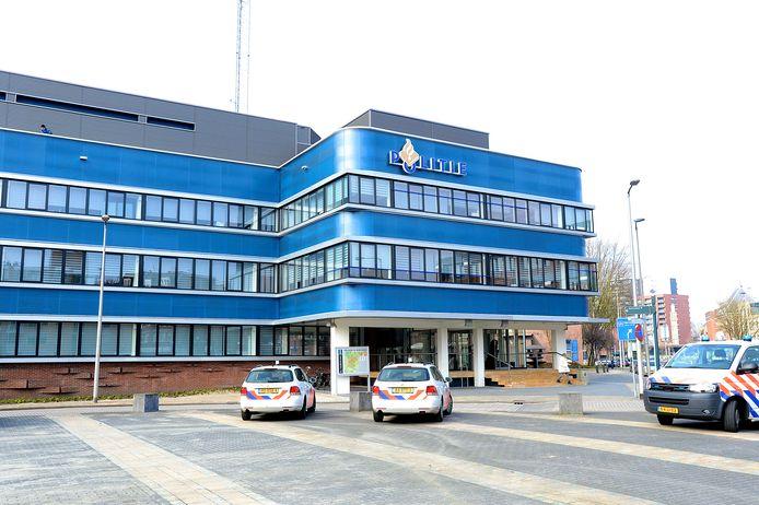 De betwiste arrestatie die leidde tot de straf had plaats in het politiebureau in Enschede.