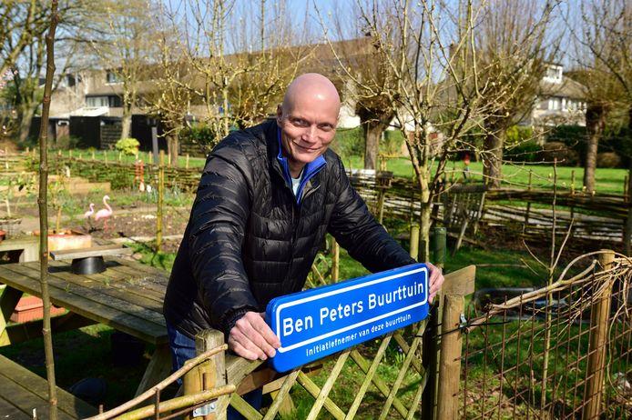 Ben Peters in de naar hem vernoemde buurttuin.