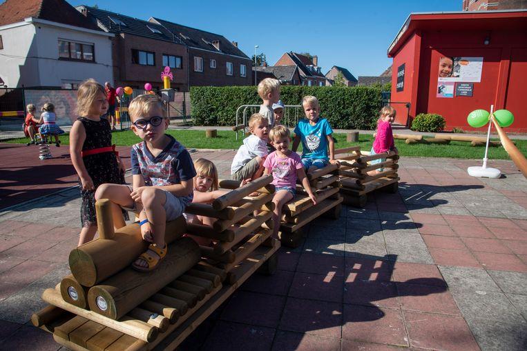 Nieuwe speeltuin op basisschool De Zonnebloem in Kalken.
