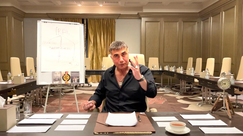 Miljoenen Turken kijken naar de YouTube-afleveringen van de veroordeelde topcrimineel Sedat Peker.  Beeld Sedat Peker