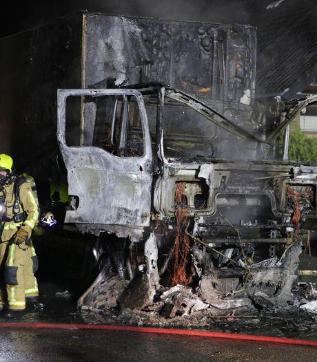 Cabine van vrachtwagen volledig uitgebrand
