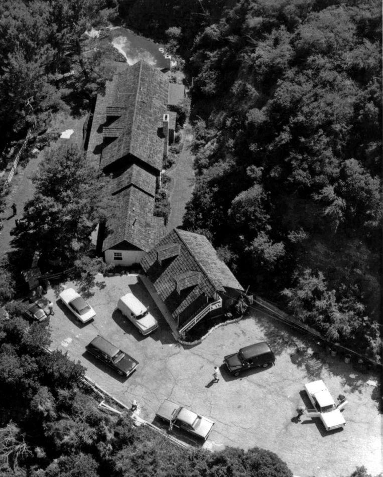Een luchtfoto van de villa van Sharon Tate en Roman Polanski, waar het drama zich voltrok.  Beeld AP