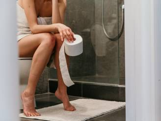"""Kan je met de 'double voiding'-techniek je blaas beter leegmaken? Experte licht toe. """"We zijn te gehaast op het toilet"""""""