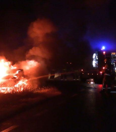 Auto door brand verwoest in Zeddam: oorzaak onbekend
