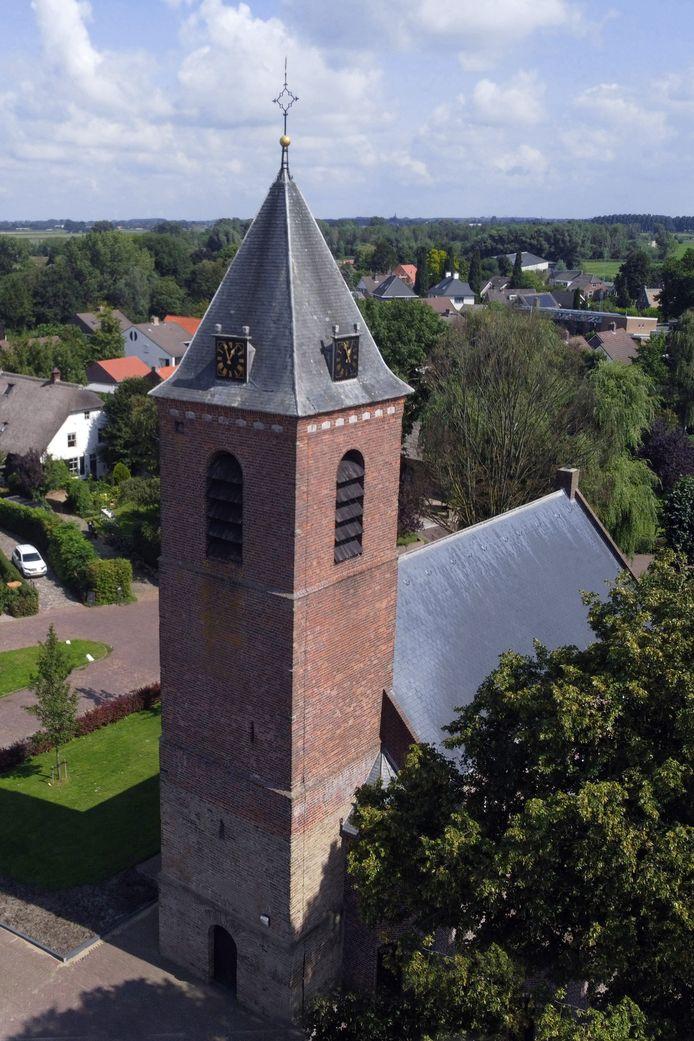 De toren van de Nederlands Hervormde Kerk.