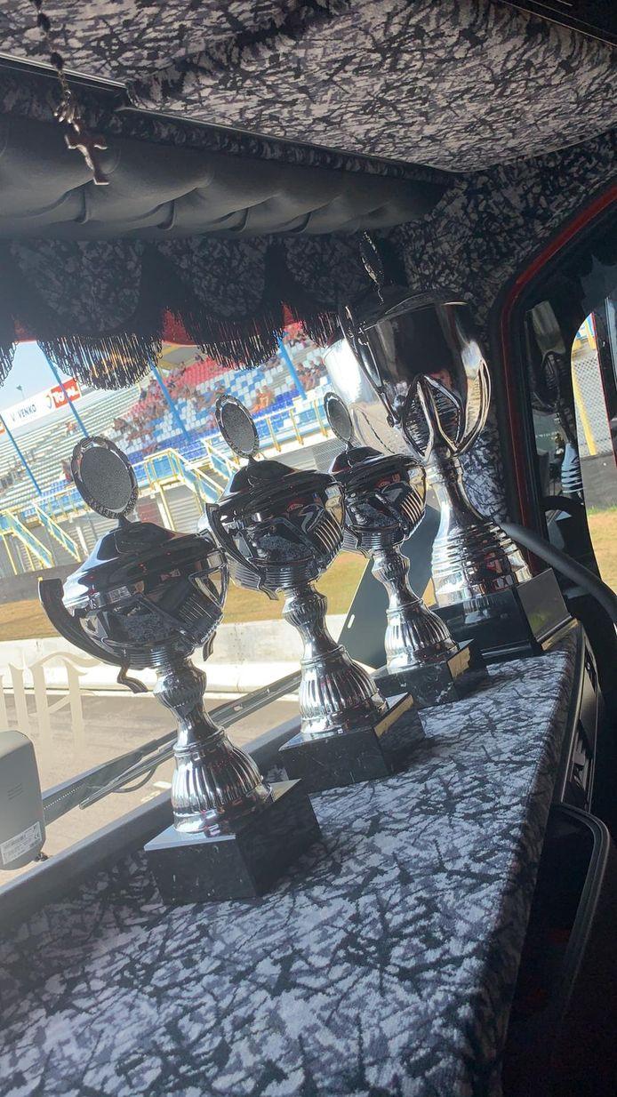 De rode truck van Rowdy Vogels uit Roosendaal won zondag vier bekers: één in de categorie zeecontainers (1),  één voor interieur (1) en één voor het spuitwerk (3). De vierde beker is  voor de derde pek in het algemeen klassement.