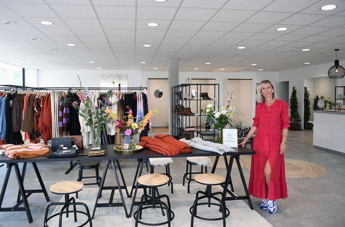 Krista Van Eyken in haar nieuwe dameskledingzaak