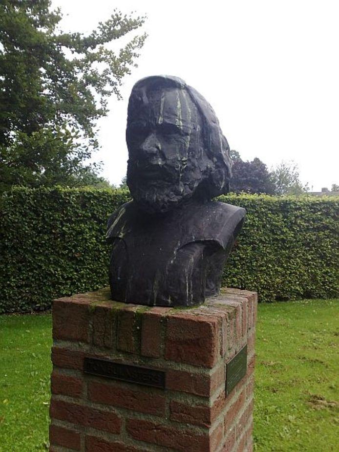 Een buste van beeldhouwer Ton Buijsters gemaakt door de Essche kunstenaar Jan Snellaars. Ook dit heeft veen plek gekregen bij de Oude Toren in Haaren Foto's Marcel Linssen/BD