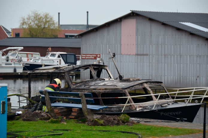 De bewoners van de boot kregen de schrik van hun leven doordat tijdens het koken een explosie ontstond.