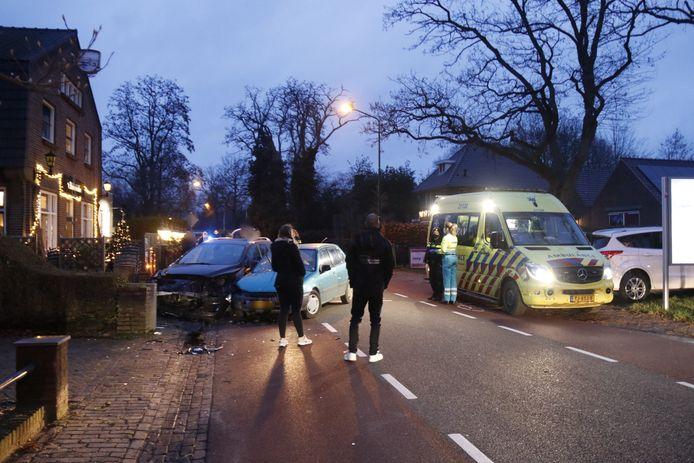 Een vrouw op leeftijd raakte gewond bij een aanrijding op de Sambeekseweg in Boxmeer.