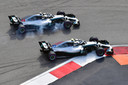 Valtteri Bottas en Lewis Hamilton op het circuit van Sotsji twee jaar geleden.