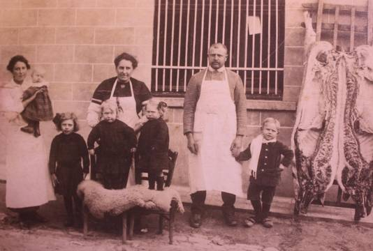August Bruyneel en Elisa Ducatteeuw startten in 1913 met de slagerij.