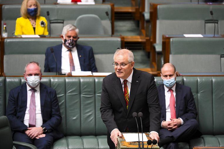 De Australische premier Scott Morrison spreekt het parlement toe over de plannen voor de verbetering van de positie van de inheemse Australiërs.  Beeld Lukas Coch / EPA