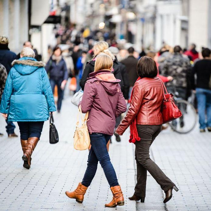 Een beeld van shoppers, in het winkelwandelgebied