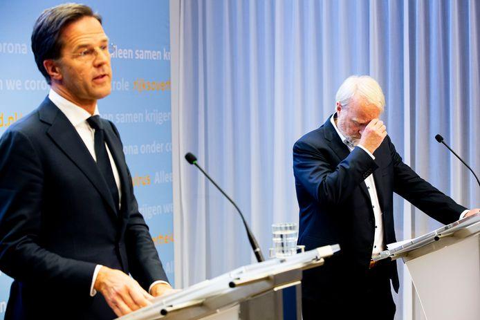 Premier Mark Rutte en Jaap van Dissel van het RIVM kondigen aan dat de coronamaatregelen vrijwel allemaal worden verlengd.