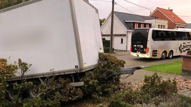 Touringcar verliest aanhangwagen: Gelukkig enkel beperkte materiële schade