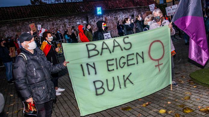 Demonstratie tegel Poolse abortus wet in Tilburg