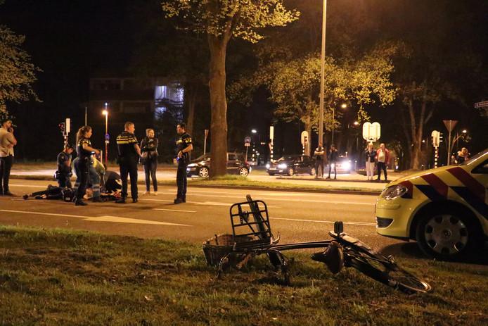 De fietsster raakte zwaargewond bij de aanrijding.