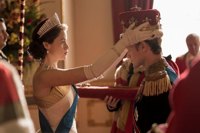 Claire Foy en Matt Smith als Elizabeth en Philip in het eerste seizoen van 'The Crown'. Beeld Netflix