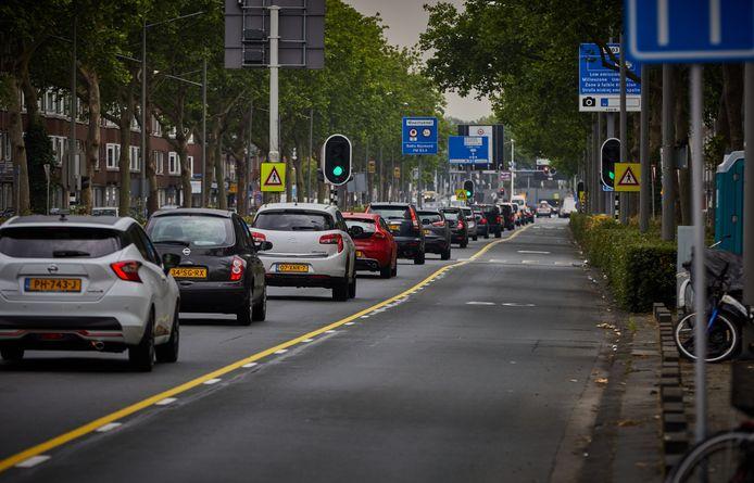 Op de Pleinweg richting de Maastunnel is een baan afgesloten, per 25 mei gaat in de andere richting een strook dicht.