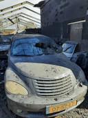 Van de acht Chryslers bleef door de verwoestende brand bijna niets meer over.
