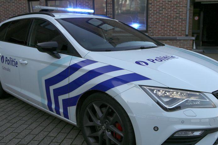De bewakingsbeelden werden overgemaakt aan de politie; die speurt de verdachte van de diefstal op