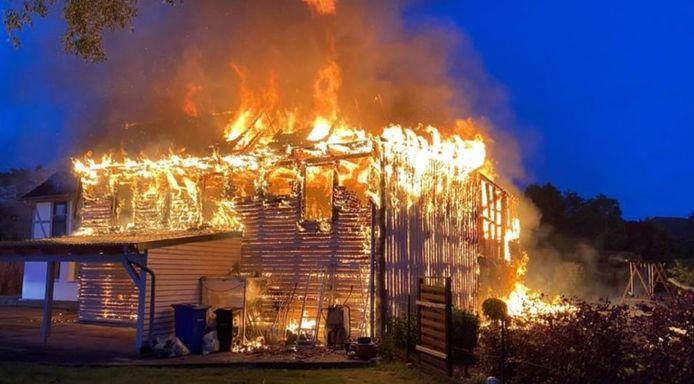 La maison du suspect avait complètement brûlé en mai. Les auteurs n'ont jamais été retrouvés.