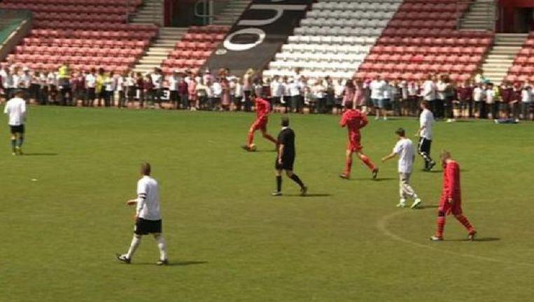 Vergeet wat u altijd al dacht: een voetbalmatch duurt niet noodzakelijk 90 minuten, het kan al eens wat langer zijn...