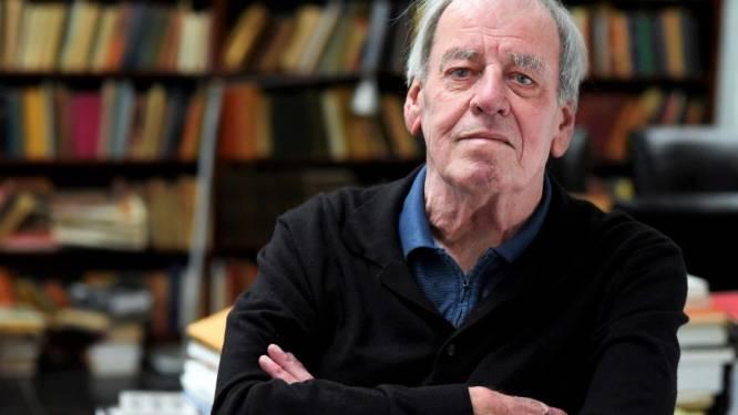 Bloemen voor winnaar Librisprijs Jeroen Brouwers