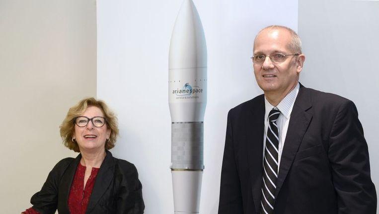 Presentatie van het ontwerp voor de Ariane-6 raket door Frans minister van Onderwijs en Onderzoek Geneviève Fioraso en Jean-Yves Le Gall, voorzitter van het ruimteagentschap CNES. Beeld AFP