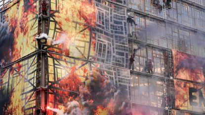 Greenpeace-activisten beklimmen gebouw Europese Raad bij start EU-top in Brussel