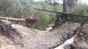 De steile zandhellingen en kronkelende bospaden bij Groeve Boudewijn in Ossendrecht zijn populair bij mountainbikers. Maandag raakte er een mtb'er gewond vanwege een staalkabel die over een pad was gespannen.