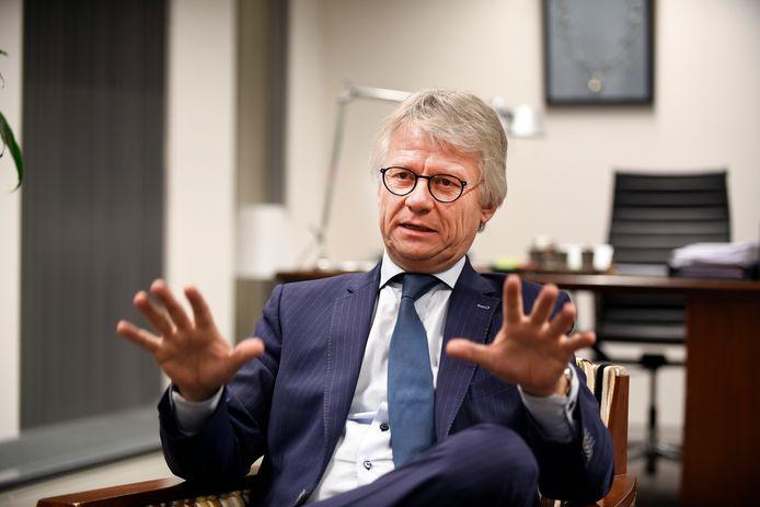 Commissaris van de Koning John Berends is alert op wat er gebeurt in Epe. ,,Maar de bal ligt nog bij de lokale politiek.''