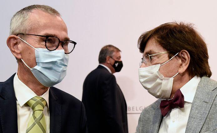 Le ministre de la Santé Frank Vandenbroucke, le ministre-président wallon Elio Di Rupo et son homologue flamand Jan Jambon