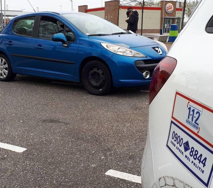 De bestuurder van deze auto werd getrakteerd op vier bekeuringen.