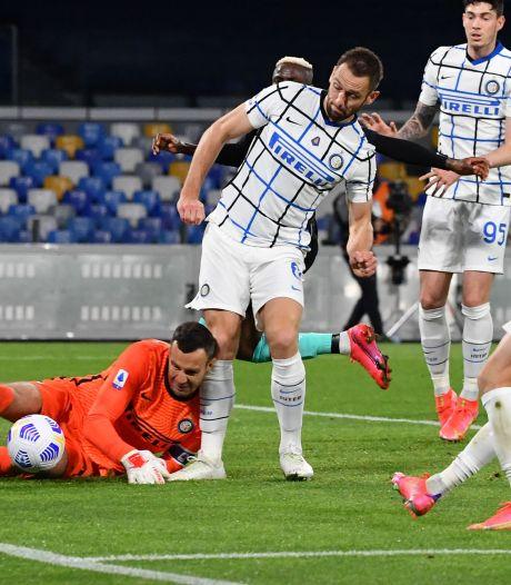 Ongelukkige De Vrij leidt met geklungel puntenverlies Inter in, Atalanta verslaat Juve