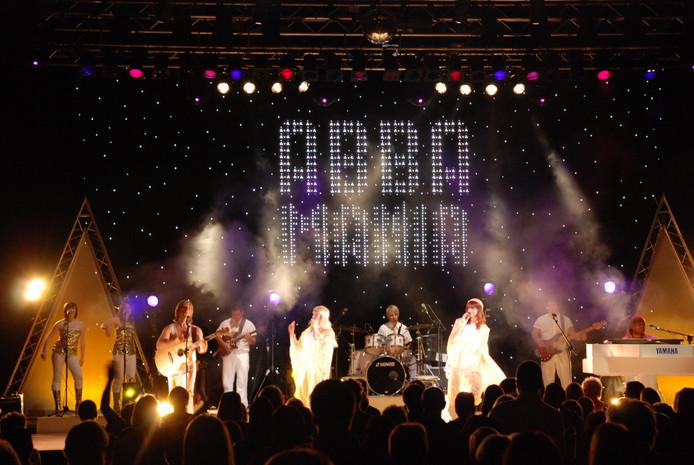ABBA Mania, een ABBA-tribute voorstelling, doet zondag 22 oktober concertzaal Musis in Arnhem aan.