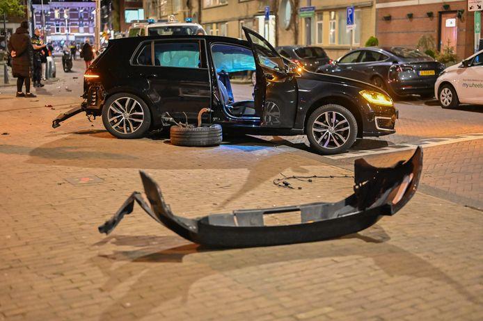 De schade aan één van de auto's is aanzienlijk.