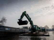 Uitbaggeren defensiehaven moet droogligging woonboten verhelpen: 'Reikhalzend naar uitgekeken'