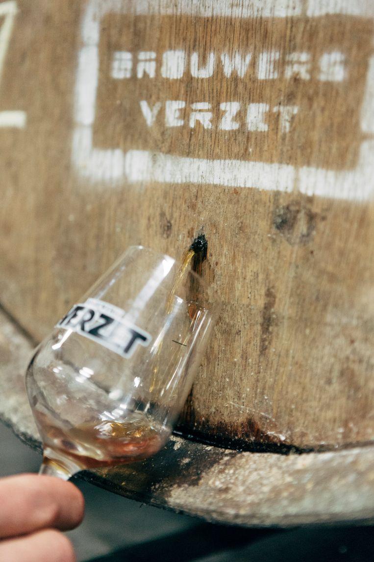 Proeven van bier met een vleugje whisky. Beeld Joris Casaer