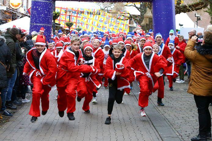 De start van de SantaRun december vorig jaar op de Varkenmarkt.