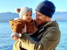 Harry en Meghan delen schattige foto van ingepakte baby Archie