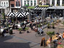 Ein-de-lijk weer op het terras in Roosendaal: 'Doe maar een vaasje, om mee te beginnen'