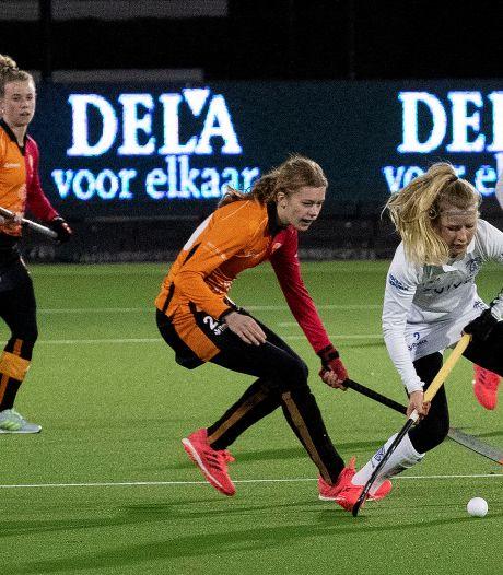 Na debuut voor Oranje-Rood krijgt Guusje Moes (16) lift van de coach