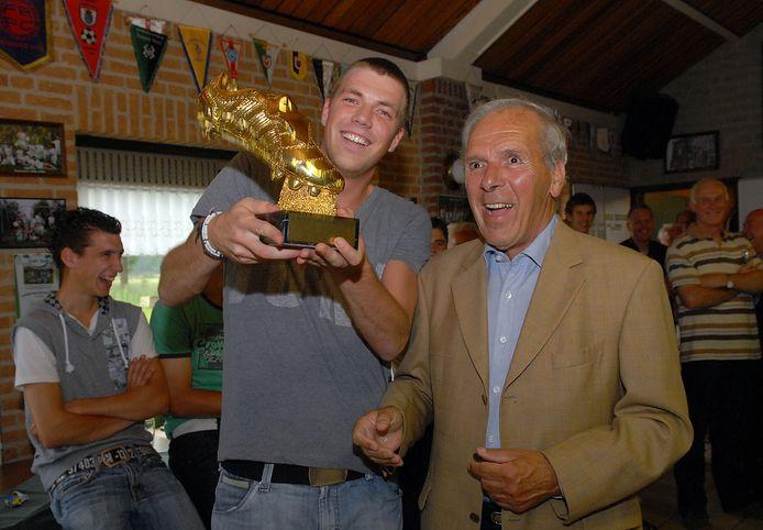 Harry van Raaij in 2008 in Sint Anthonis, bij de uitreiking van de Gouden Schoen aan zijn neef Stan van Raaij.