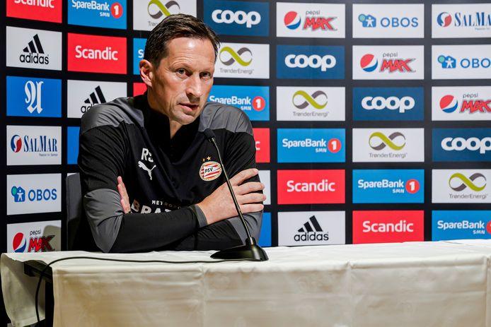 Roger Schmidt tijdens de persconferentie van PSV voor het duel met Rosenborg BK.