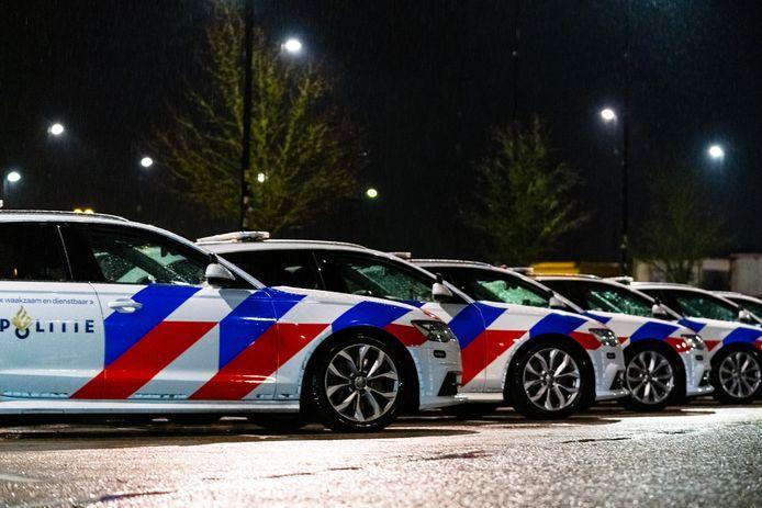 De politie houdt op de A2 bij Zaltbommel een grote controle in verband met de avondklok die om 21.00 uur is ingegaan.